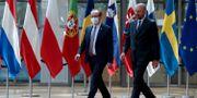 Arkivbild: Kosovos premiärminister Avdullah Hoti (till vänster) tillsammans med EU:s Charles Michel i Bryssel Yves Herman / TT NYHETSBYRÅN