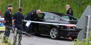 Polis på Hyllievångsvägen efter att den skottskadade mannen hittats. Han dog senare på sjukhus.  Johan Nilsson/TT / TT NYHETSBYRÅN