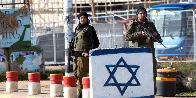 Arkivbild, israeliska soldater vid Gush Etzion. Mahmoud Illean / TT NYHETSBYRÅN