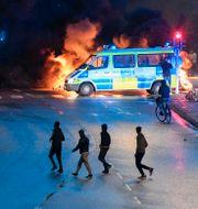 Polis går in för att skingra demonstranter i Rosengård i helgen. TT / TT NYHETSBYRÅN