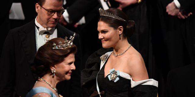 Drottning Silvia, prins Daniel och kronprinsessan Victoria under ceremonin i Konserthuset. JONATHAN NACKSTRAND / AFP