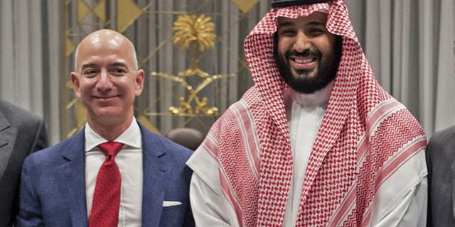 Bezos och bin Salman. BANDAR AL-JALOUD / AFP