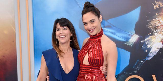 Patty Jenkins och Gal Gadot på premiären av Wonder Woman. Jordan Strauss / TT / NTB Scanpix