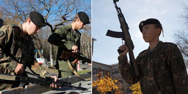 Ryska skolpojkar med kalashnikovgevär. TT