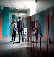 Två skolelever i en högstadieskola. JESSICA GOW / TT / TT NYHETSBYRÅN
