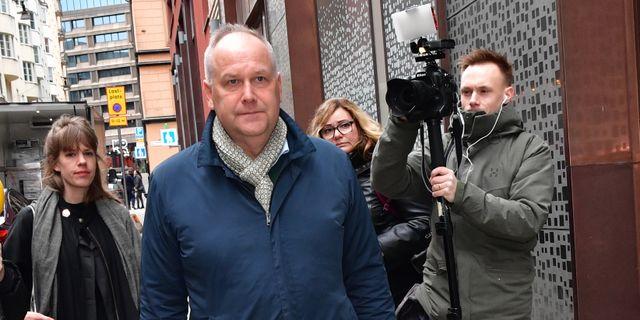 Jonas Sjöstedt anländer till ett möte med partiledarna om det nya coronaviruset den 11 mars. Jonas Ekströmer/TT / TT NYHETSBYRÅN