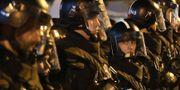 Kravallpoliser i Budapest. MARKO DJURICA / TT NYHETSBYRÅN