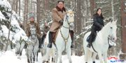 Kim Jong-Un rider upp för berget Paektu. TT NYHETSBYRÅN