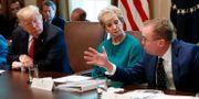 Arkivbild. Donald Trump, Linda McMahon och Mick Mulvaney under ett möte i Vita huset Evan Vucci / TT NYHETSBYRÅN