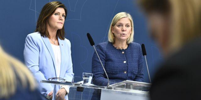 Arbetsmarknadsminister Eva Nordmark (S) och finansminister Magdalena Andersson (S).  Claudio Bresciani/TT / TT NYHETSBYRÅN