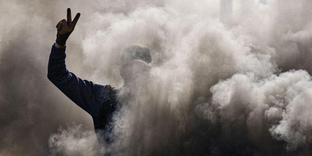 En regeringskritisk demonstrant under protester strax söder om Bagdad. HAIDAR HAMDANI / AFP