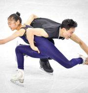 Tae Ok Ryom och Ju Sik Kim från Nordkorea under träning inför vinter-OS. MLADEN ANTONOV / AFP
