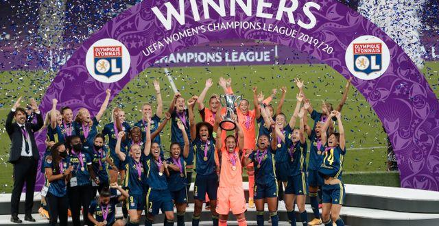Arkivbild: Lyonspelarna firar efter segern i årets final Villar Lopez / TT NYHETSBYRÅN