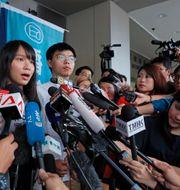 Joshua Wong och Agnes Chow vid en demonstration i vintras. Arkivfoto. Kin Cheung / TT NYHETSBYRÅN