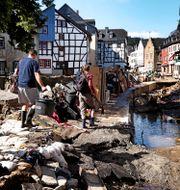Översvämningsdrabbade Bad Muenstereifeld i västra Tyskland.  Oliver Berg / TT NYHETSBYRÅN
