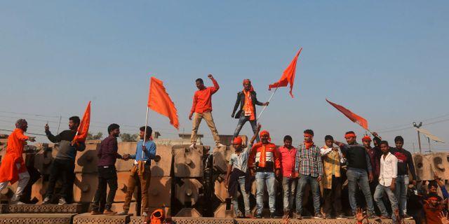 Demonstranter som vill se ett nytt tempel på platsen. TT NYHETSBYRÅN/ NTB Scanpix