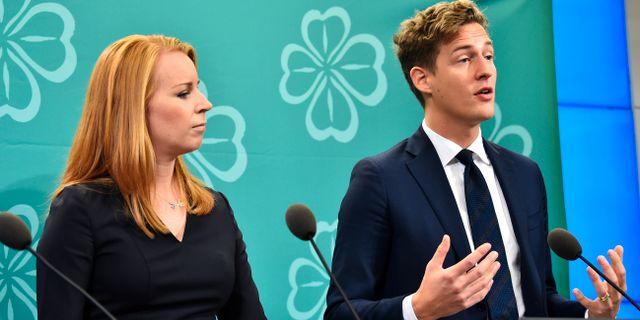 Centerns partiledare Annie Lööf och Emil Källström, ekonomisk-politisk talesperson.  Alexander Larsson Vierth/TT / TT NYHETSBYRÅN