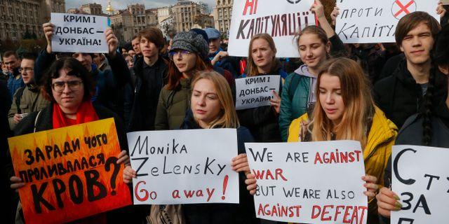 Runt tiotusen personer uppges ha demonstrerat. Efrem Lukatsky / TT NYHETSBYRÅN