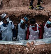 Begravning för en person som dött med covid-19 i Johannesburg, Sydafrika.  Shiraaz Mohamed / TT NYHETSBYRÅN