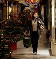 Kvinna i London.  Matt Dunham / TT NYHETSBYRÅN