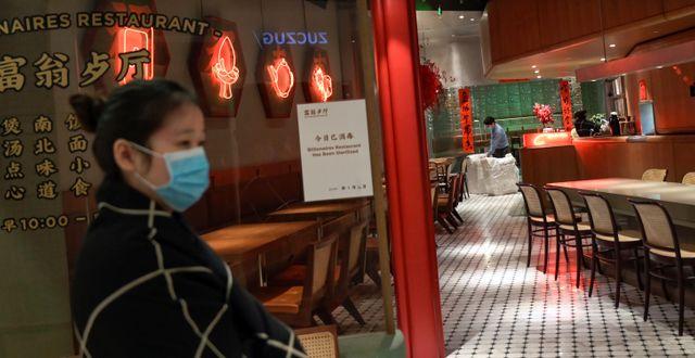 Illustrationsbild: En närapå tom restaurang i Peking på Alla hjärtans dag.  TINGSHU WANG / TT NYHETSBYRÅN
