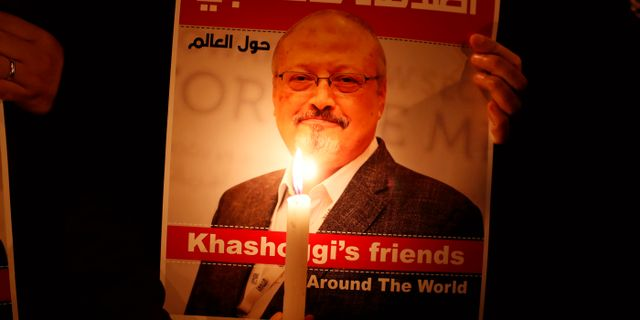 En minnesceremoni för den mördade saudiske journalisten Jamal Khashoggi utanför det saudiske konsulatet i Istanbul förra året. Osman Orsal / TT NYHETSBYRÅN