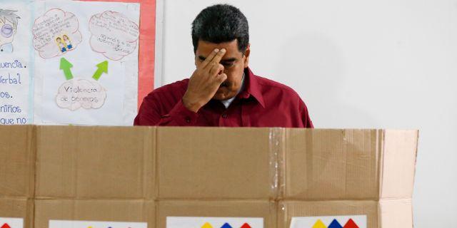 Presidenten Nicolás Maduro har lagt sin röst. Ariana Cubillos / TT / NTB Scanpix