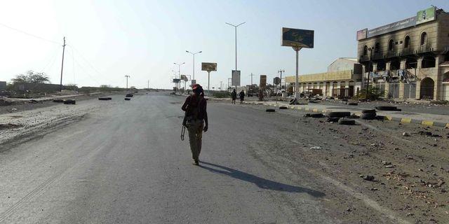 Regeringstrogen soldat i Hodeida.  TT