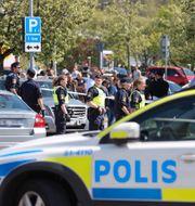 Polisen på plats några dagar efter upploppet då en man sköts ihjäl på öppen gata.  Adam Ihse/TT / TT NYHETSBYRÅN