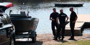 Norsk polis genomsöker ett vattendrag. Åserud, Lise / TT NYHETSBYRÅN