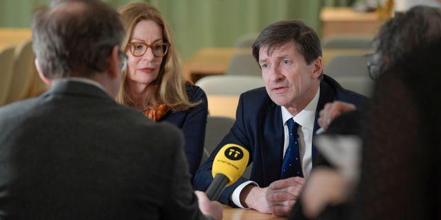 Swedbanks vd Birgitte Bonnesen och styrelseordföranden Lars Idermark. Janerik Henriksson/TT / TT NYHETSBYRÅN