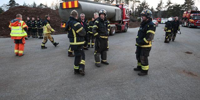 Resurser på ledningsplatsen i skånska Hästveda på tisdagskvällen. Johan Nilsson/TT / TT NYHETSBYRÅN