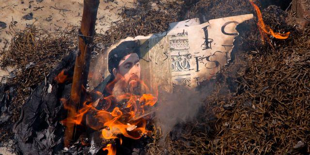 En brinnande bild på Abu Bakr al-Baghdadi. Manish Swarup / TT NYHETSBYRÅN