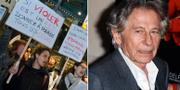 """Demonstranter med skyltar som det står: """"Om våldtäkt är en konstform borde Polanski få alla Césarpriser""""/Roman Polanski. TT"""