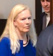 Anna Lindstedt utanför rättsalen/Angela Gui.  TT