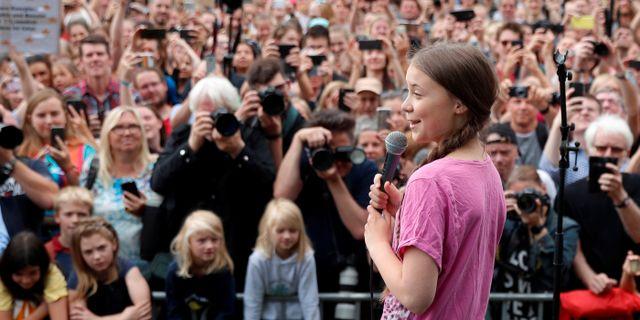 Greta Thunberg under dagens klimatstrejk i Berlin. FABRIZIO BENSCH / TT NYHETSBYRÅN