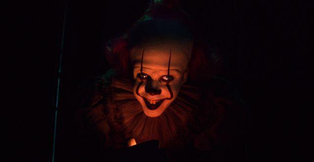 """Bill Skarsgård som den ondskefulla clownen Pennywise i """"Det: Kapitel 2"""". Warner Bros. Pictures / TT NYHETSBYRÅN"""