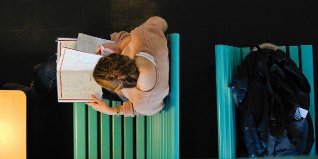 En kvinnlig student vid Stockholms universitet. ANDERS WIKLUND / TT / TT NYHETSBYRÅN