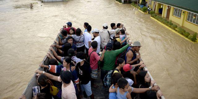 Over hundra doda i tyfonen