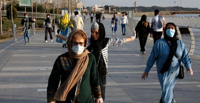 Invånare i Irans huvudstad Teheran. Vahid Salemi / TT NYHETSBYRÅN