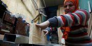 30-åriga Asmaa Megahed är snickare i Kairo. Hon säger till Reuters att kvinnor inte ska lyssna till män som säger att de bara ska laga mat. AMR ABDALLAH DALSH / TT NYHETSBYRÅN