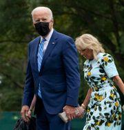 Joe Biden och hustrun Jill Biden. Susan Walsh / TT NYHETSBYRÅN