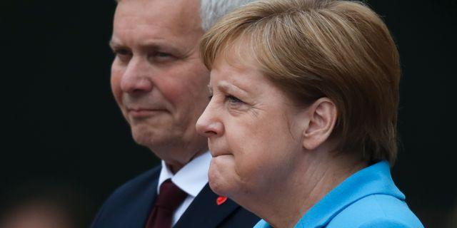 Antti Rinne och Angela Merkel.  Markus Schreiber / TT NYHETSBYRÅN