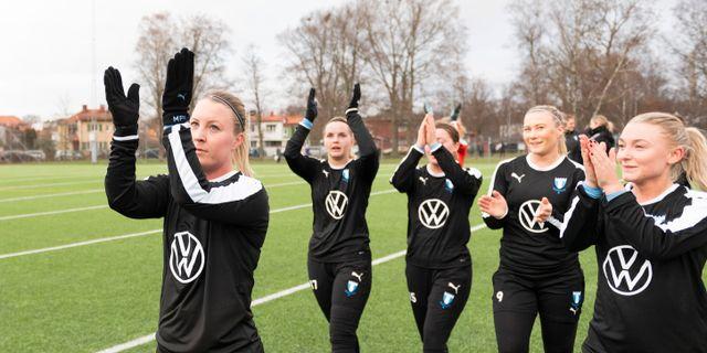 Malmöspelarna tackar publiken efter matchen. AVDO BILKANOVIC / BILDBYRÅN