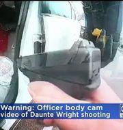 I videon ser man hur polisen siktar på Daunte Wright.  CBS
