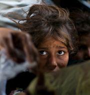 Barn som lever på gatan i Pakistan – landet är ett av många där vaccin mot covid-19 fortfarande är långt borta. B.K. Bangash / TT NYHETSBYRÅN