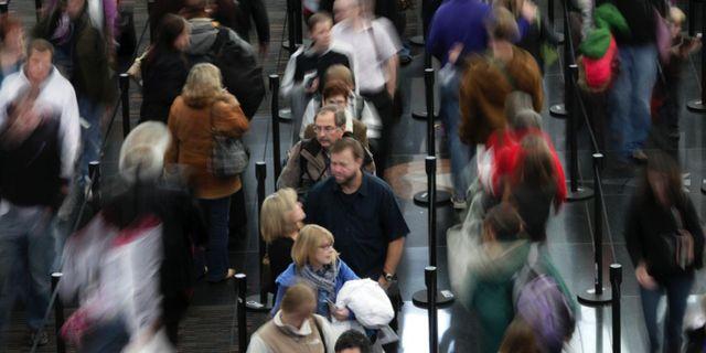 Lögndetektorerna införs på flygplatser i Grekland, Lettland och Ungern från och med november. AP