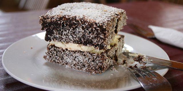 En australisk lamington – den typ av sockerkaka som de tävlande åt. Wikimedia/Monica Shaw