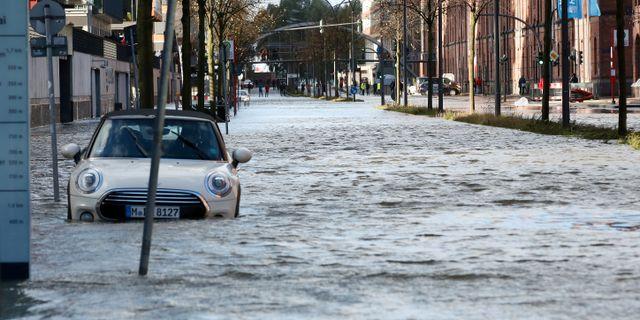 Översvämningar i Hamburg. Bodo Marks / TT NYHETSBYRÅN