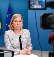 Annika Winsth, chefekonom Nordea, och finansminister Magdalena Andersson (S).  TT